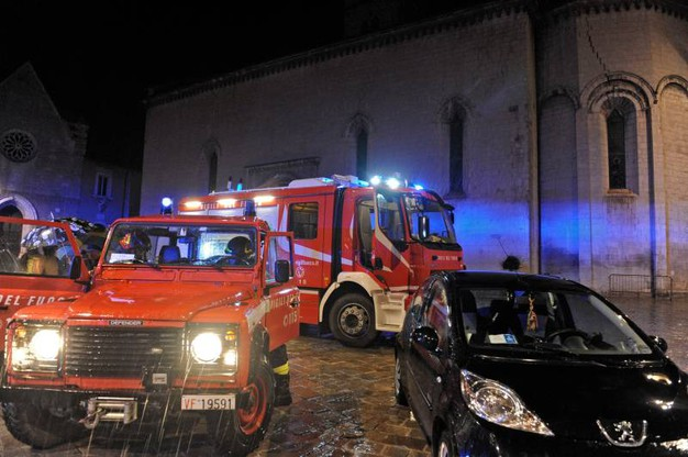 Terremoto, i soccorsi a Visso, nel maceratese (Foto Calavita)