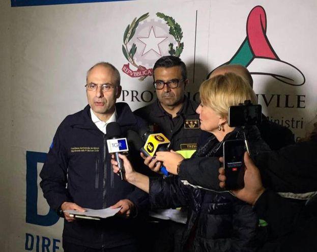Il capo del Dipartimento della Protezione Civile, Fabrizio Curcio, parla con i giornalisti (Ansa)