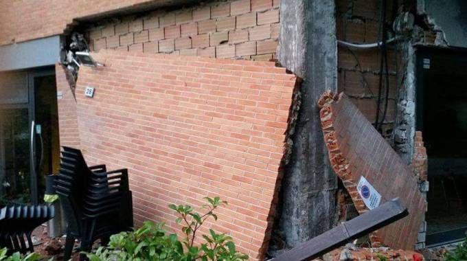 Crolli nelle abitazioni a Camerino (foto Conforti)