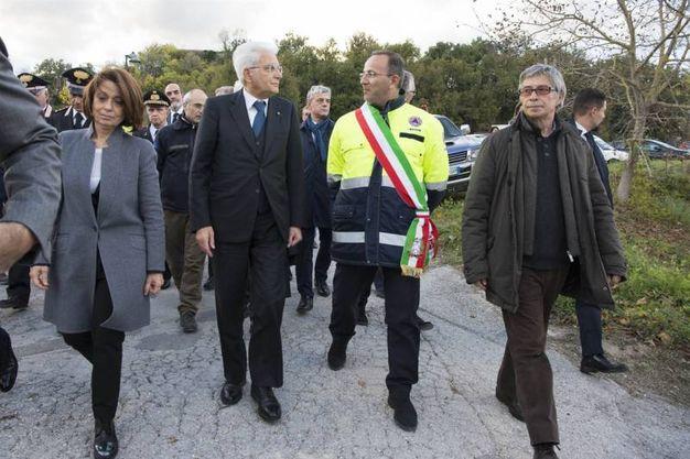 Il Presidente Sergio Mattarella con il Sindaco di Camerino, Gianluca Pasqui e il Commissario Vasco Errani nel corso delle visita alle zone terremotate (Foto da Quirinale.it)