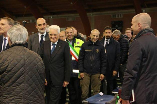 Il Presidente Mattarella in visita agli impianti sportivi comunali alle Calvie, dove sono stati allestiti i centri d'accoglienza (foto Conforti)