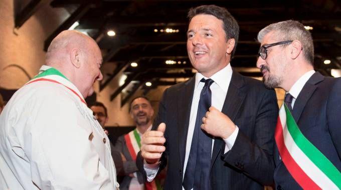 Renzi con Palazzi e gli altri sindaci del Mantovano