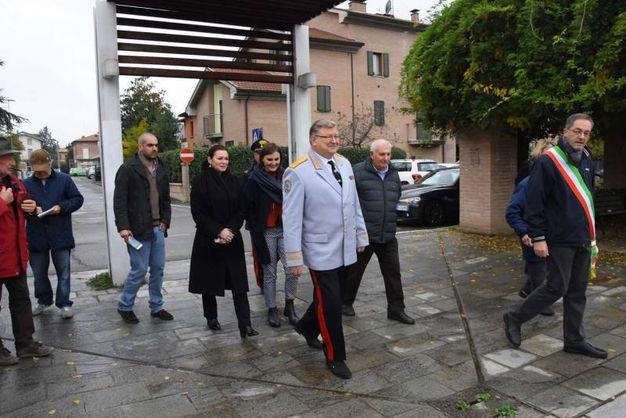 Il direttore è stato accolto da alcuni cittadini e dal sindaco di Cavriago (foto Artioli)