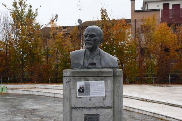 Il celebre busto di Lenin a Cavriago (foto Artioli)