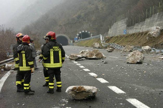 Il 25 gennaio del 2010 2mila metri cubi di rocce si abbattono sulla strada sfiorando gli automobilisti