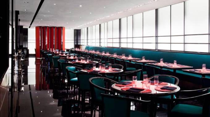 L'interno del ristorante Armani a Milano