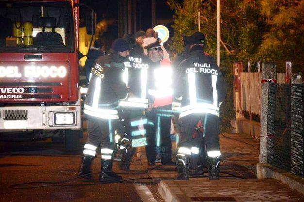 Sul posto anche i vigili del fuoco (foto Donzelli)