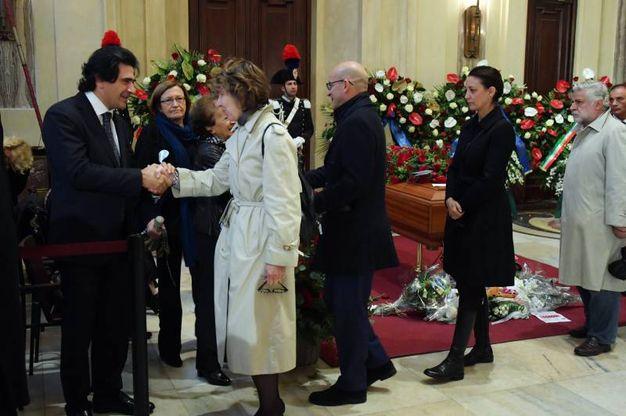 Il tributo di amici, parenti e semplici cittadini (La Presse)