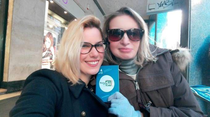 A destra, Elena Madama