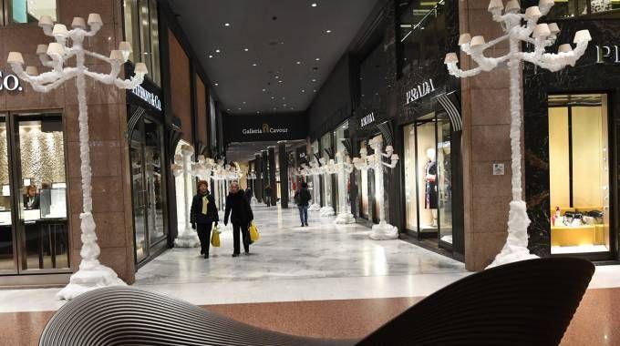 Addobbi natalizi in Galleria Cavour (Foto Schicchi)
