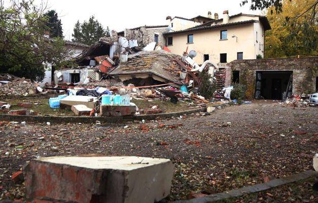 Villa esplosa a Bagno a Ripoli, alba di dolore e macerie - Cronaca ...