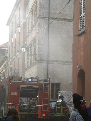 Vigili del fuoco in azione al Tiravino nel centro di Fano
