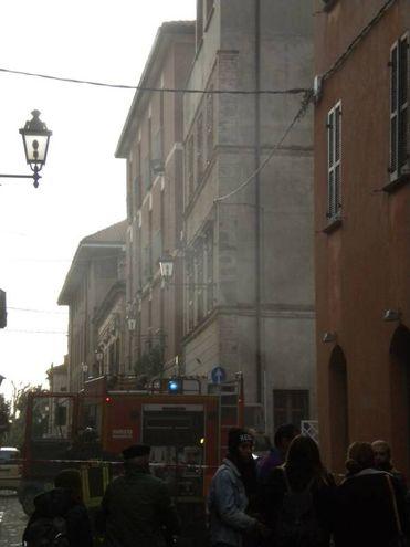 Notte di fuoco a Fano: vigli del fuoco al Tiravino