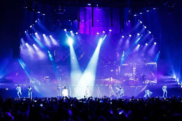 Ballo, effetti speciali, luci e tanta musica per i fans in delirio di Justin Bieber (Foto Schicchi)