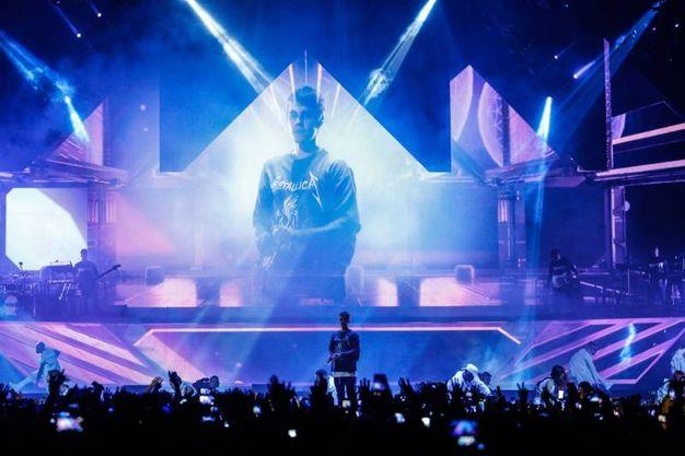 Justin Bieber in concerto,  i fan in delirio lo hanno atteso per tre giorni accampati davanti all'Unipol Arena di Bologna (Foto Schicchi)
