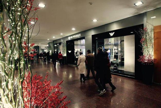 Addobbi di Natale, luci e bosco incantato in Galleria Cavour