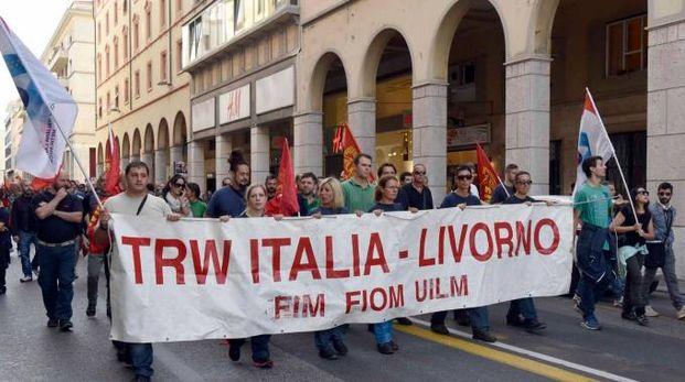 Una mobilitazione degli operai ex Trw, fabbrica metalmeccanica chiusa dal dicembre 2014