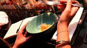 Bigné fritti e caramellati con salsa al profumo di mandarino e zeste di arancia, accompagnati da un Moscato d'Asti di Braida