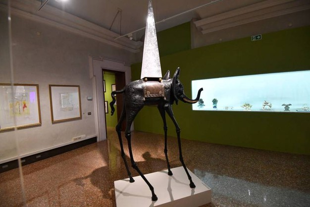Sculture, grafiche e tanto altro in mostra a Palazzo Belloni (foto Schicchi)