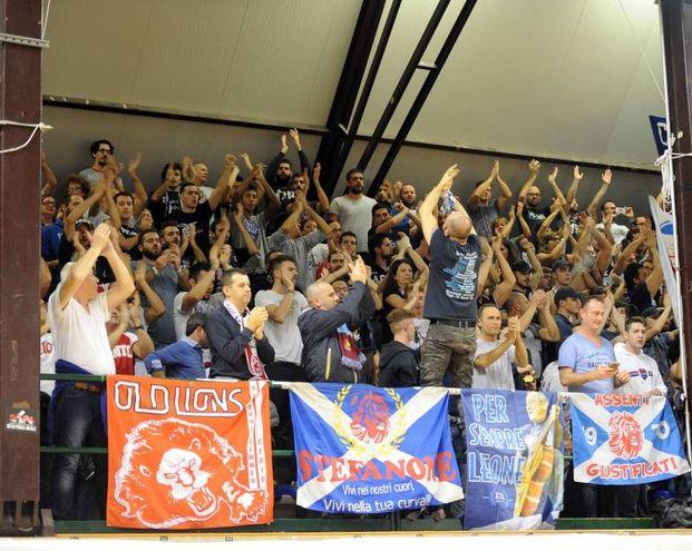 I tifosi della Fortitudo (foto Businesspress)