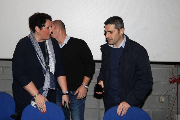 Il primo cittadino di Parma, ex pentastellato, viene accolto con un lungo applauso dai presenti (Foto Zani)