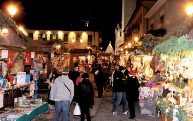 7- Un tuffo nel Natale con i Mercatini di Lazzate nel Borgo