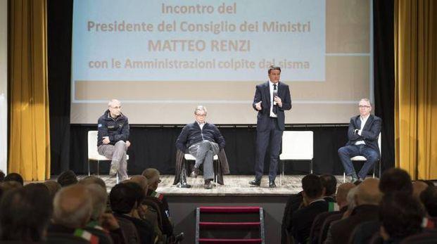 Matteo Renzi a Macerata (Ansa)