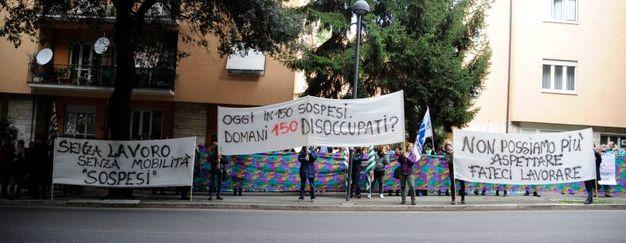 Altri striscioni esposti dai manifestanti (foto Calavita)