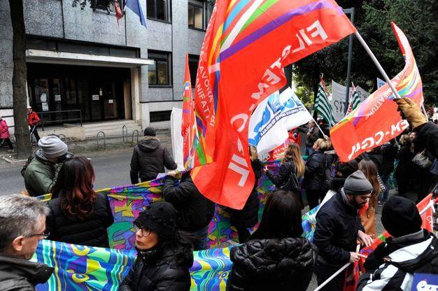 Più di 100 i partecipanti alla protesta (foto Calavita)