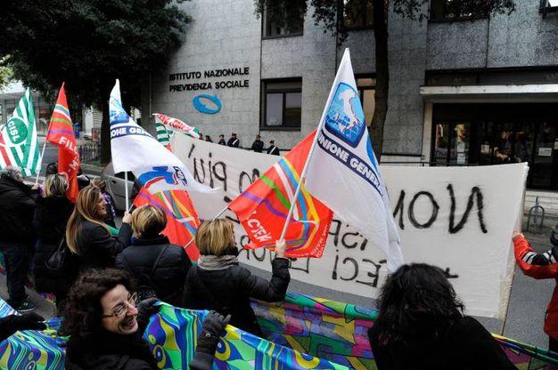 I dipendenti della Tombolini manifestano per il lavoro (foto Calavita)