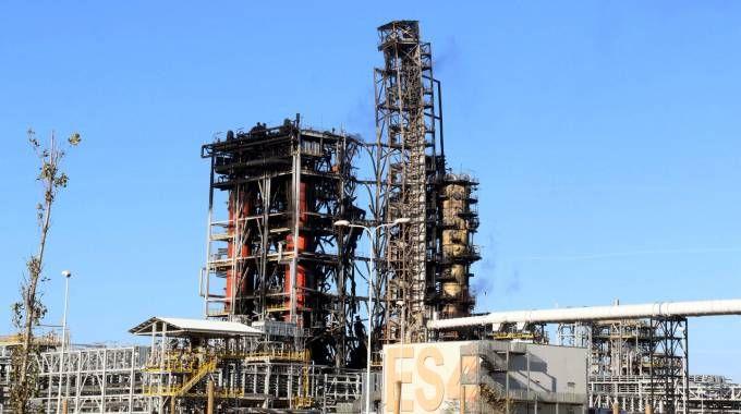 Quello che rimane della raffineria Eni a Sannazzaro