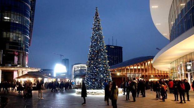 Mercatino di Natale in piazza Gae Aulenti
