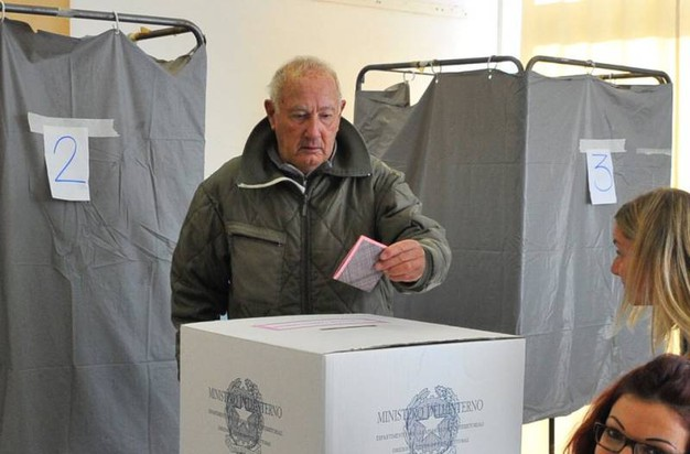 Referendum, il voto a Livorno (Foto Novi)
