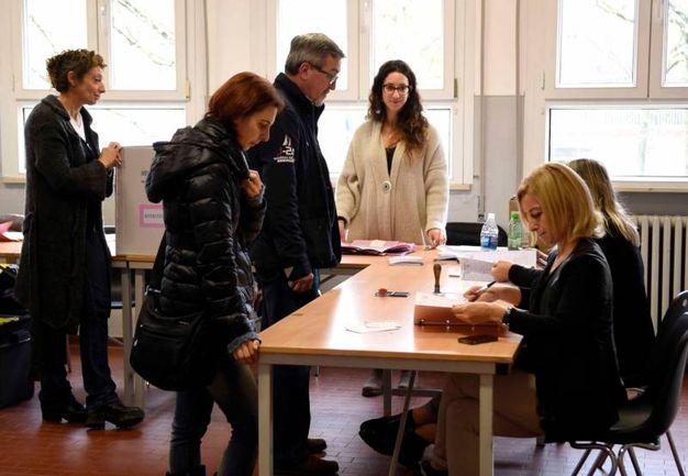 Le votazioni a Ferrara per il Referendum (foto Businesspress)