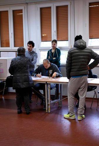 Alcuni elettori a Ferrara (foto Businesspress)
