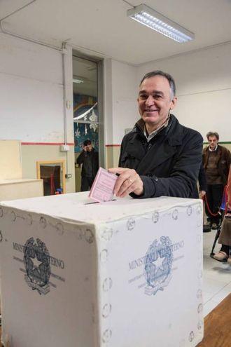 Il governatore toscano Enrico Rossi (Lapresse)
