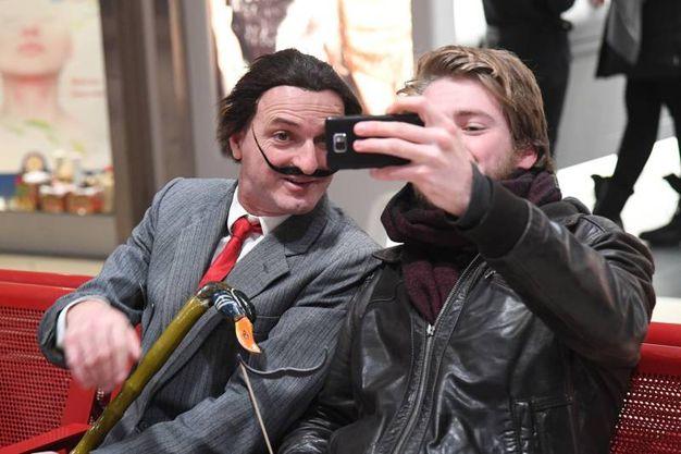 Un selfie con Dalì (Foto Schicchi)