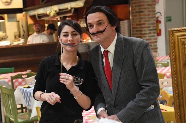 Foto ricordo coi baffi di Dalì (Foto Schicchi)