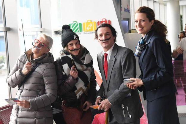 Dall' all'aeroporto Marconi, la sorpresa dei passeggeri (Foto Schicchi)