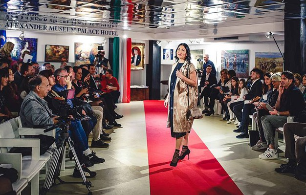 Sfilata Italia-Uzbekistan: gli abiti di Taisiya Chusina, stilista ed artista