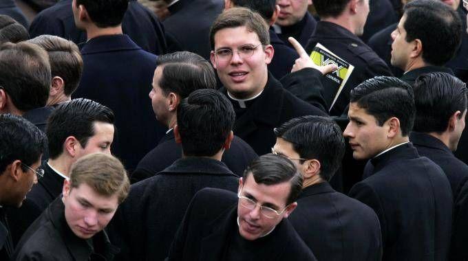 Omosessualità incompatibile con il sacerdozio