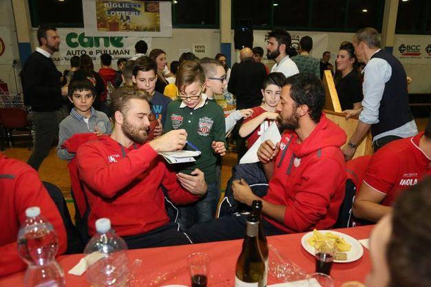 La cena di Natale dell'Andrea Costa con i ragazzi delle giovanili (Foto Isolapress)