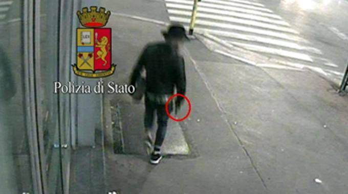 Frame video della polizia: omicidio in piazzale Loreto