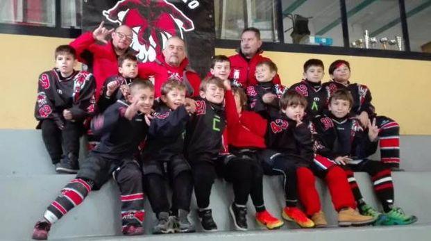 Un gruppo di giovani atleti del club Diavoli Sesto
