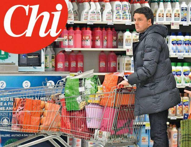 """Matteo Renzi fa la spesa a Pontassieve (foto del settimanale """"Chi"""")"""