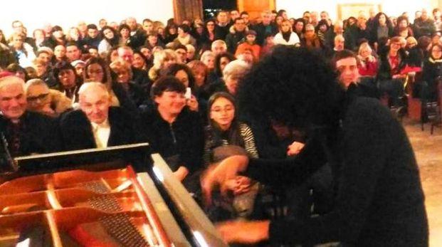 Giovanni Allevi durante il concerto (foto Desideri)
