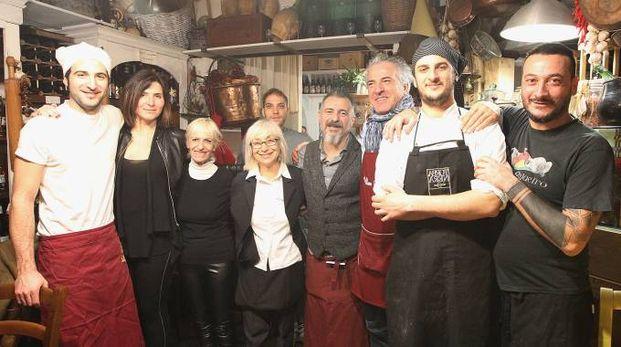 Nel ristorante di Marco Moriconi (terzo da destra), foto Zani