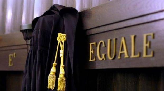Sesso nel bagno del tribunale due avvocati travolti da un