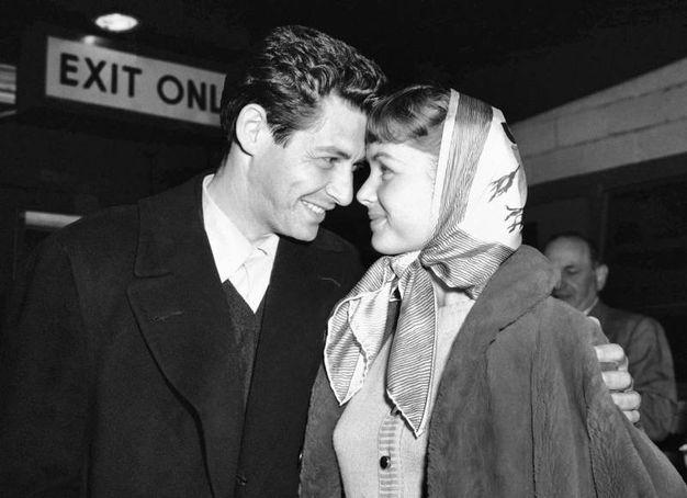 Debbie Reynolds con il marito Eddie Fisher, cantante, da cui divorziò (Ansa)