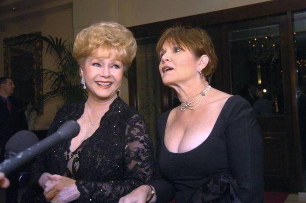Debbie Reynolds e la figlia Carrie Fisher (Ansa)